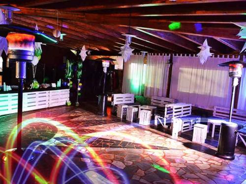 Ristorante Club Piscina 704 festa pista da ballo