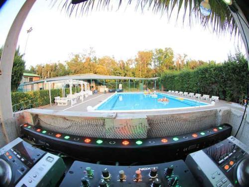 Ristorante Club Piscina 704 festa consolle piscina