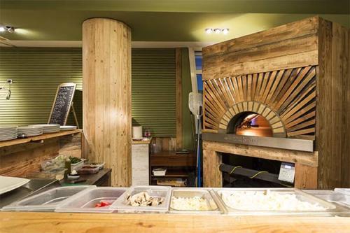 Osteria di mezzo forno a legna