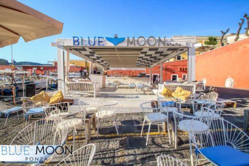 blue moon ristorante a ponza entrata