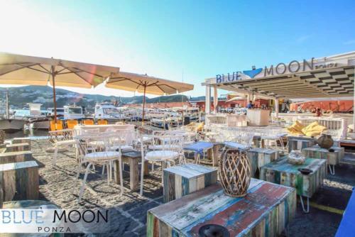blue moon ristorante a ponza esterno