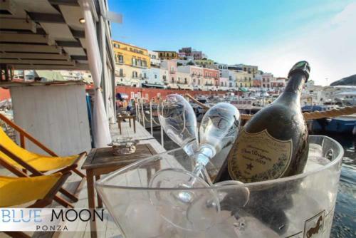 blue moon ristorante a ponza champagne