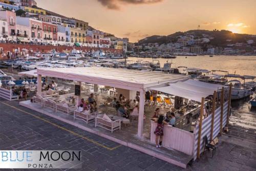 blue moon ristorante a ponza tramonto