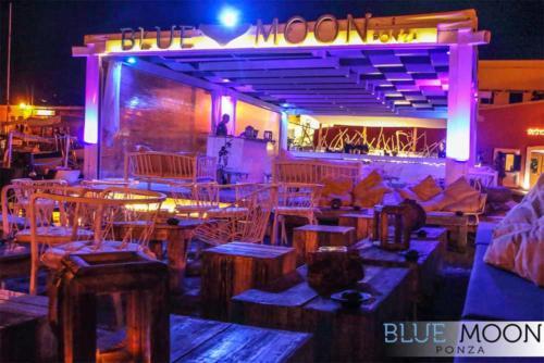 blue moon ristorante a ponza esterno sera