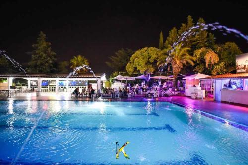 kalimba-festa-piscina notte