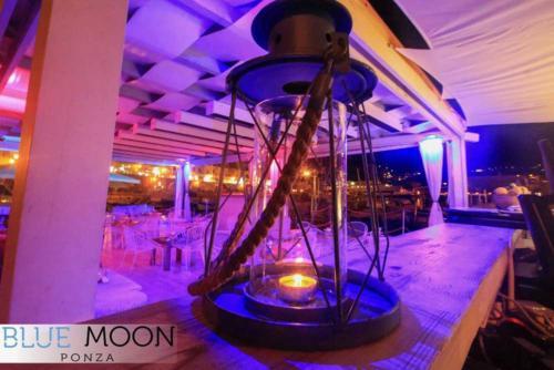 ristorante cocktail bar ponza dettaglio lampada